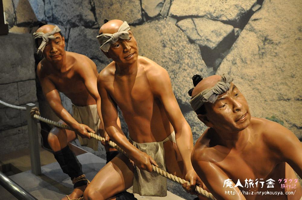 マネキン人形達と一緒に力を合わせて石引き体験!「名古屋城天守閣」(愛知)