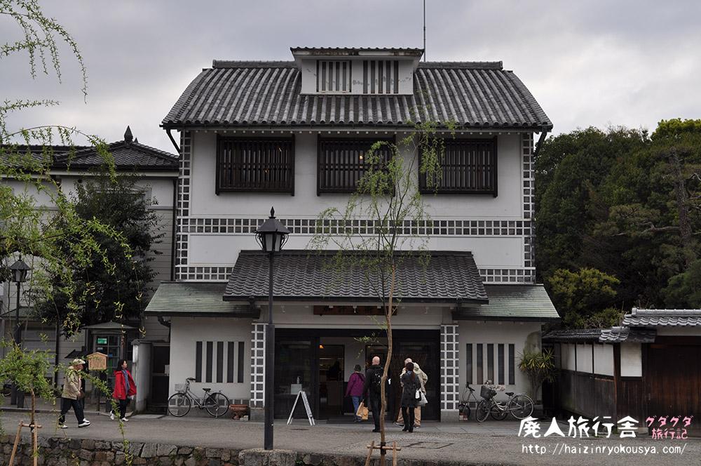 学園が運営する不思議な形をした美術館「加計美術館」(岡山)
