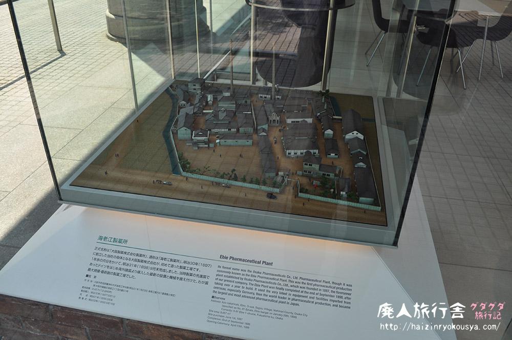 外から製薬工場のジオラマを覗いてみよう。「住友製薬展示ギャラリー」(大阪)