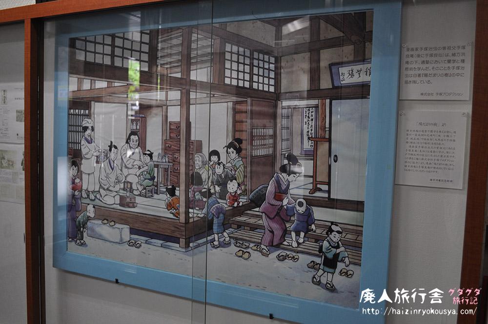 除痘館記念資料室と四体の彫像。(大阪)